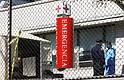 SALUD. Se erigió una carpa temporal fuera de la sala de emergencias en el Hospital Metropolitano de Nueva York, ciudad donde los servicios médicos comienzan a colapsar, el 26 de marzo de 2020.   Foto: Efe/Peter Foley.