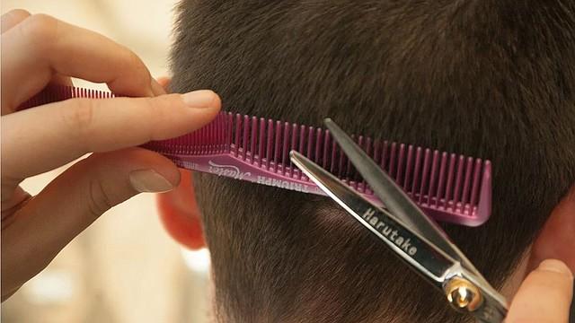 MODA. La cuarentena obligatoria puede ser aprovechada por muchos para realizarse cortes de cabello en casa. | Foto: Pixabay.
