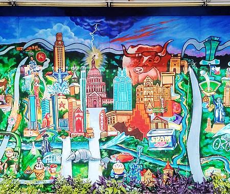 El arte callejero de los graffitis se puede apreciar en diversos muros de la ciudad capital.