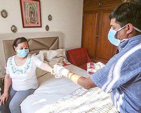 SOLIDARIDAD. Cuida a su familia: por ninguna razón se deben recibir visitas en una casa donde se encuentre un paciente contagiado con COVID-19.