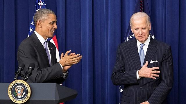 POLÍTICA. Barack Obama junto con Joe Biden, el 13 de diciembre de 2016.   Foto: Efe.