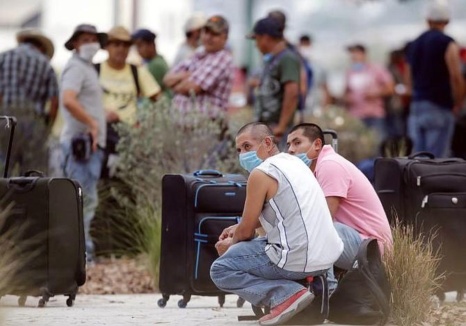 Desalojan estaciones migratorias mexicanas