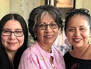 FAMILIA. A causa del coronavirus este Día de la Madre no será igual para Rosa Quinteros (Aquí junto a sus hijas Rocío y Lupi). | FOTO: Cortesía de la familia Quinteros