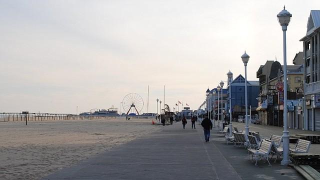 REAPERTURA. Ocean City levantó la cuarentena de sus playas / @DCist