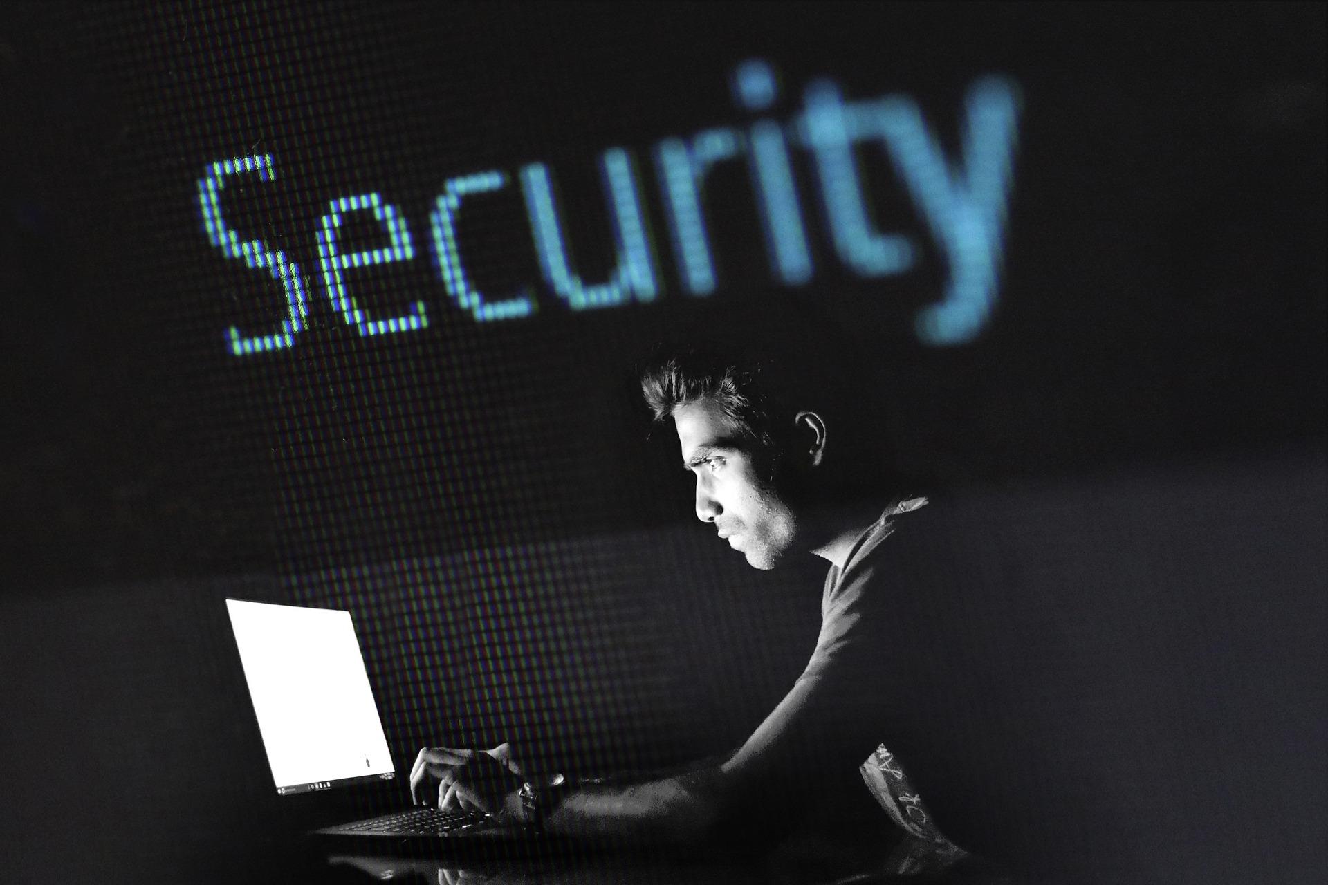 SEGURIDAD. Los computadores en casa, generalmente, son compartidos y esto incrementa el riesgo de que algún miembro pueda descargar un malware al dispositivo por desconocimiento