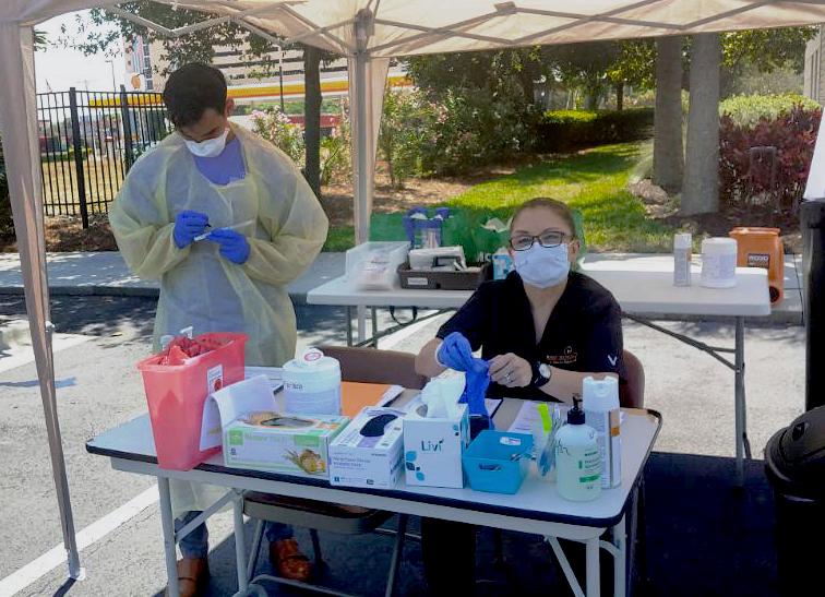 SALUD. Desde marzo, el personal de la clínica de salud de Rosen Hotels & Resorts ha examinado al menos a 500 trabajadores para detectar el coronavirus en su clínica y en el sitio de pruebas al paso en Orlando, Florida. Al cierre de esta edición, 16 habían dado positivo