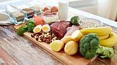 ARMONÍA. Los almuerzos abundantes no son recomendables. La comida de mediodía debe ser balanceada: carbohidratos, fibras y ensaladas. Beber agua pura también es necesario.