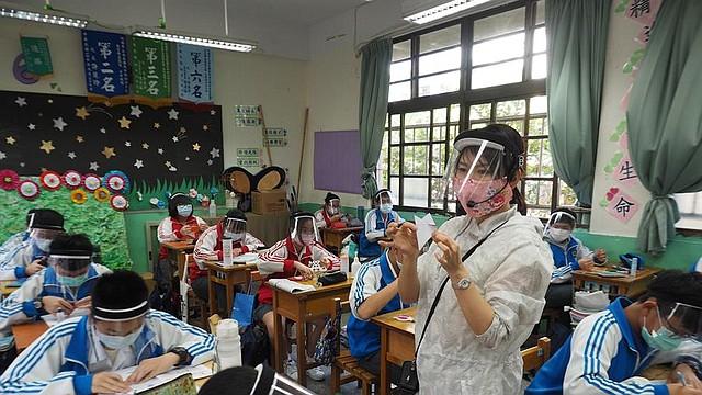 AVANCE. Una vez China informara a la OMS del nuevo coronavirus, las autoridades taiwanesas comenzaron a hacer controles a todos los pasajeros de vuelos procedentes de Wuhan, una primera medida que el 7 de febrero se convertiría en el cierre de todos los enlaces aéreos con China.