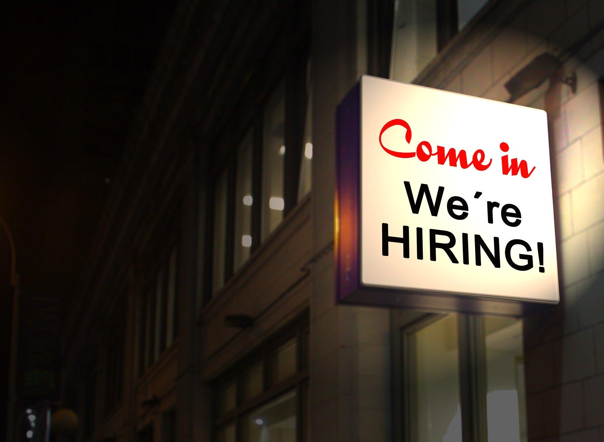 EMPLEOS. Empresas que abarcan desde el área de la tecnología hasta la venta al por menor están contratando personal actualmente en EEUU