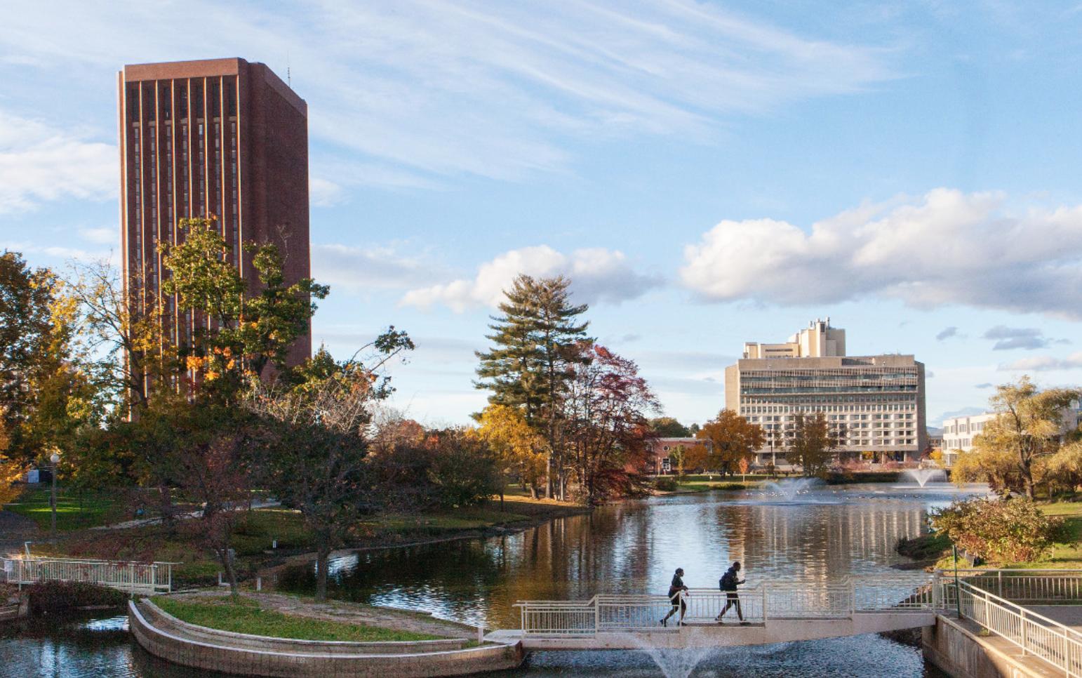 EDUCACIÓN. Universidad de Massachusetts Amherst