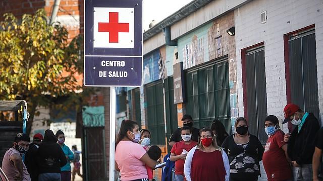 BUENOS AIRES. En países con gobiernos con problemas financieros como Argentina la lucha contra el coronavirus se dificulta. Foto: Efe/Juan Ignacio Roncoroni.