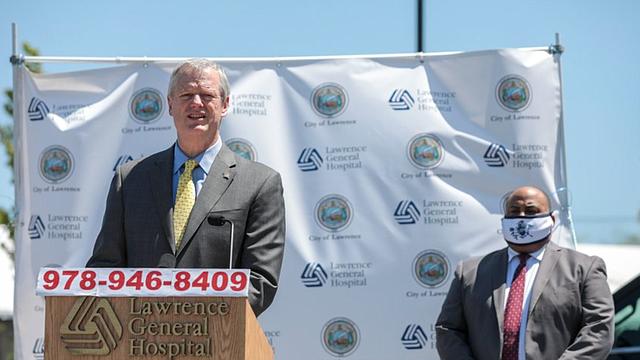 LOCAL. El Gobernador Charlie Baker instó a los residentes a mantenerse vigilante contra el virus