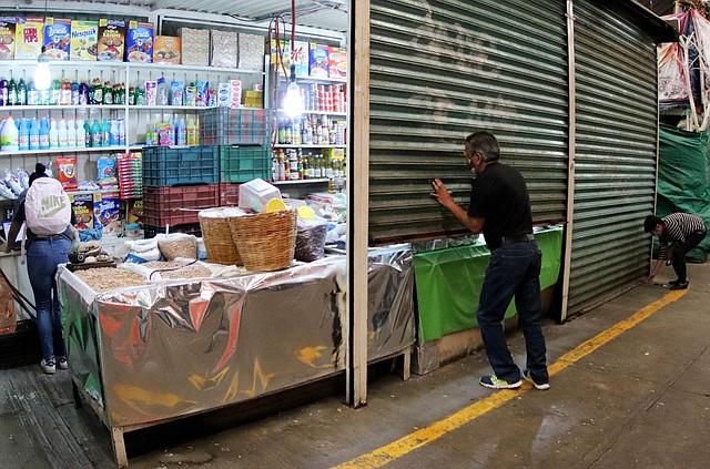 OPCIÓN. El teletrabajo no es una opción para todos los comerciantes. Hay quienes deben acudir a su lugar de empleo.
