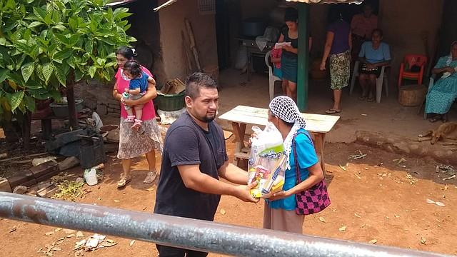 INSUMOS. La Comunidad Milagros Segundo Montes en Jiquilisco, Usulután recibió insumos gracias a comités del DMV. | FOTO: Cortesía Comités