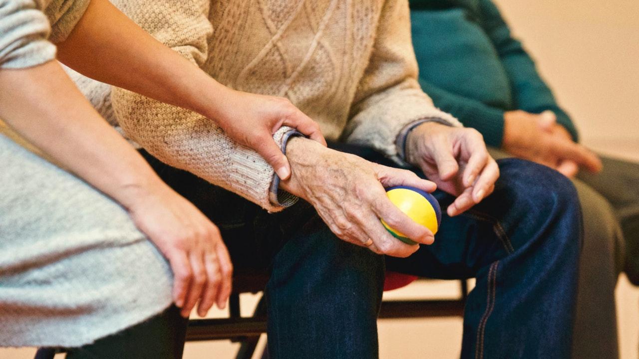 ADULTOS MAYORES. Ocho de cada 10 muertes por COVID-19 en los EE.UU. son de personas mayores