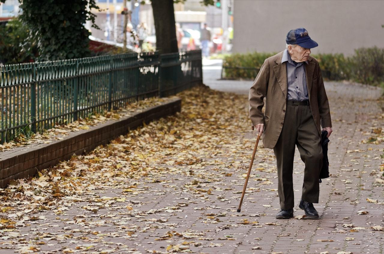 SALUD. 8 de cada 10 muertos son adultos mayores de 65 años y el 70 por ciento de las hospitalizaciones por COVID-19 son de personas mayores de 85 años