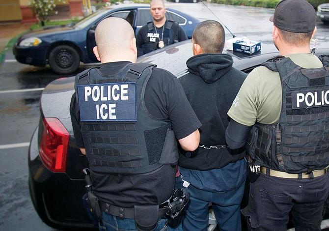 ICE puede deportar a un indocumentado en horas