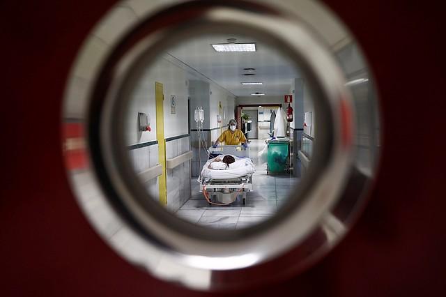 EMERGENCIA. La mayoría de las personas se recuperan por sí mismos del COVID-19, por lo que los fármacos son aplicados a pacientes hospitalizadas críticos. | Foto: Efe/Mariscal.