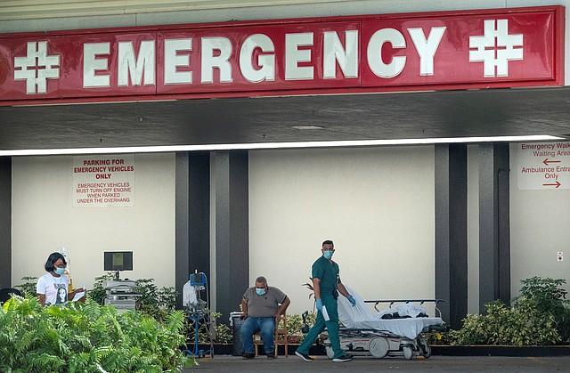 FÁRMACOS. Las medicinas se diferencian de las vacunas, ya que las primeras tratan a los pacientes infectados y las segundas previenen la enfermedad. | Foto: Efe/Cristóbal Herrera.