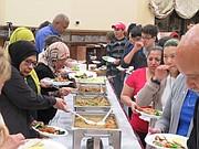ALIMENTOS. Las carencias de los residentes de Culmore vienen de tiempo atrás y el Centro Islámico Dar Al Hijrah, aparte de otros servicios, distribuye alimentos. | FOTO: Cortesía Centro Islámico Dar Al Hijrah
