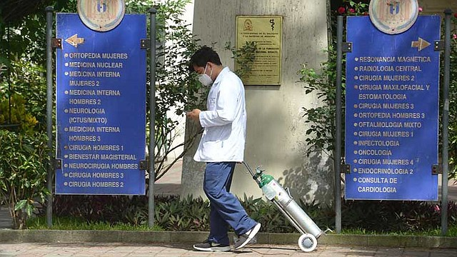 EL SALVADOR. El Colegio Médico denunció que el Minsal no está realizando pruebas para detectar el virus en el personal de salud. Foto EDH / Archivo.