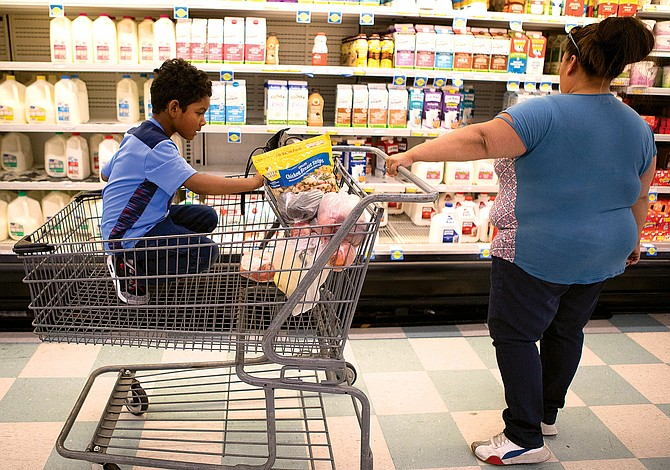Si tus hijos recibían comidas en la escuela: Extienden plazo para pedir $285 de ayuda estatal