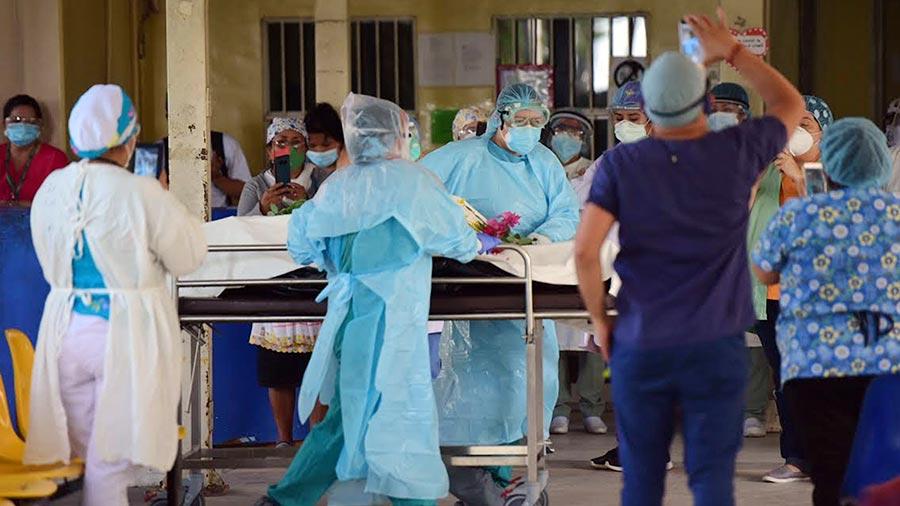 DECESOS. El Salvador tiene una tasa de letalidad de médicos de 9%. | Foto: Elsalvador.com.