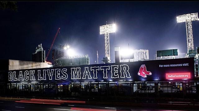 Pancarta Black Lives Matter. Cortesía Red Sox