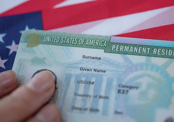 Perjudicial retraso en la entrega de tarjetas de residencia
