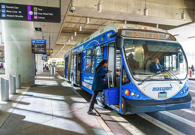 LOCAL. El transporte público estará operativo desde el Boston Logan Airport, sólo recuerde mantener el distanciamiento social y las prácticas de salud seguras