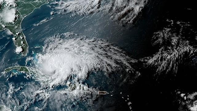 TIEMPO. Localización del huracán Isaías, el viernes a la 18:10 hora local. Imagen cedida por la Administración Nacional Oceánica y Atmosférica de Estados Unidos por vía del Centro Nacional de Huracanes. | Foto: Efe.