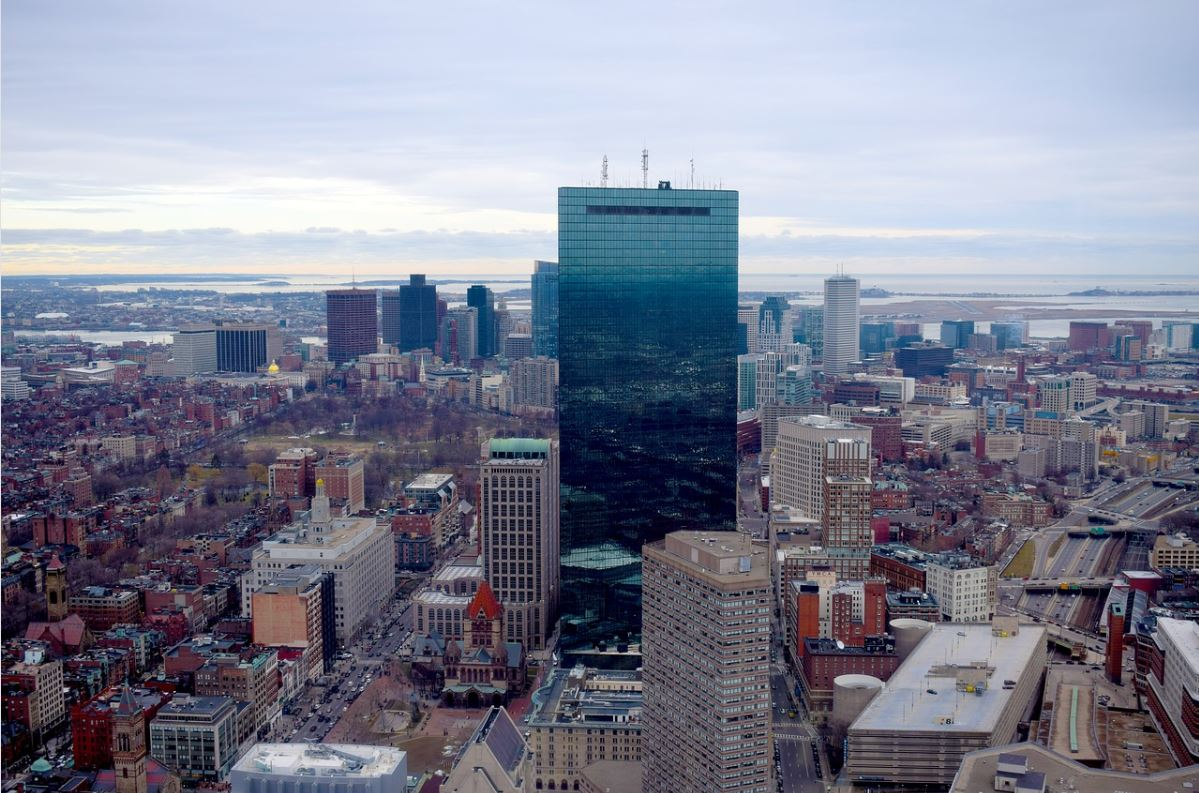 MEDIDAS. Los estudiantes que regresen al estado a ver clases en otoño deberán guardar cuarentena. | Imagen de Boston, obtenida de Pixabay.