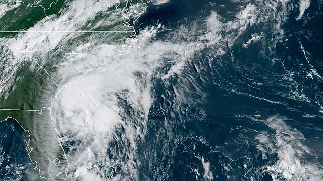 CLIMA. Localización de la tormenta tropical Isaías este lunes a la 9:30 hora local (13:30 GMT). | Foto: Efe.