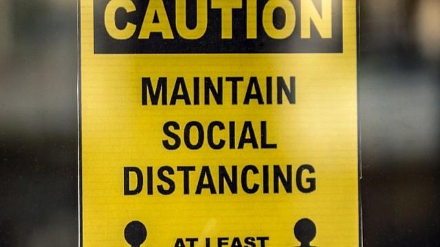 SALUD. Los expertos en salud pública aconsejan mantener la distancia entre las personas y siempre utilizar tapabocas cuando se esté en un lugar muy concurrido