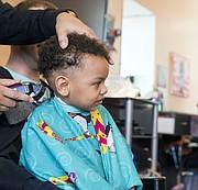 Peluquería. Si piensa ir a la barbería se recomienda primero hacer una cita y preguntar si ese negocio está tomando las medidas de precaución contra el coronavirus. | FOTO: Cortesía Kaiser Permanente