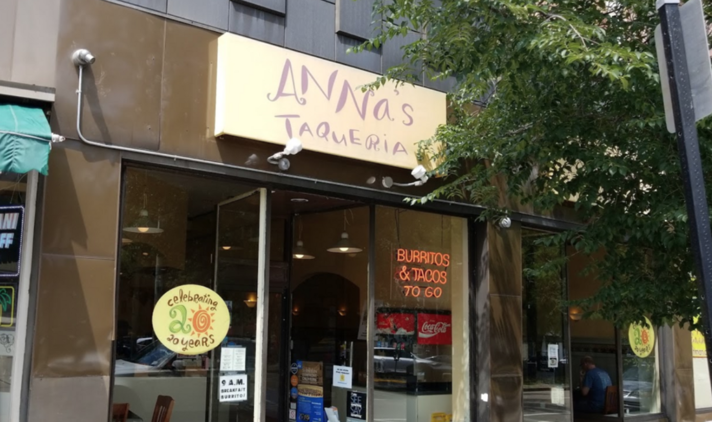 COMUNIDAD. Anna's Taqueria, de la calle Beacon en Brookline