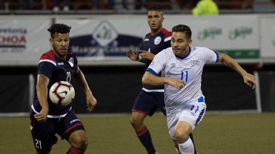 DEPORTE. El salvadoreño Rodolfo Zelaya durante el juego ante República Dominicana. | Foto: EFE.