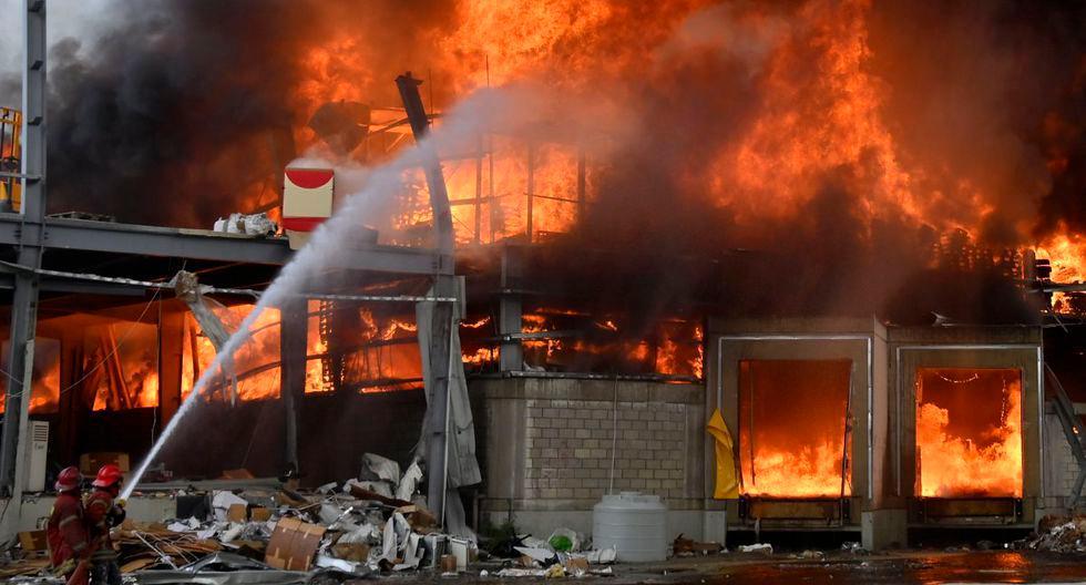 TRAGEDIA. El fuego tomó un almacén de la Cruz Roja / EFE
