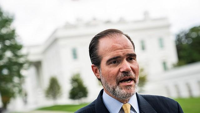 ELECCIÓN. Claver-Carone se desempeña como asistente adjunto del Presidente de los Estados Unidos y director senior de Asuntos del Hemisferio Occidental en el Consejo Nacional de Seguridad de los Estados Unidos. | Foto: Efe/Jim Lo Scalzo.