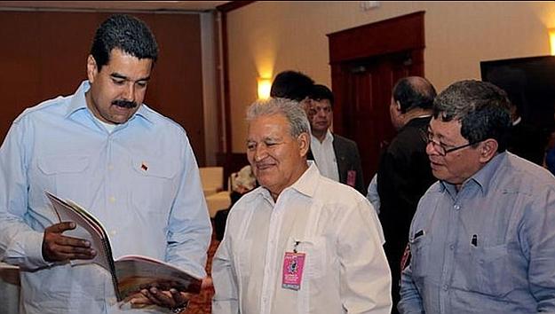 José Luis Merino a la derecha, Salvador Sánchez Ceren y Nicolás Maduro a la izquierda. Foto: cortesía.