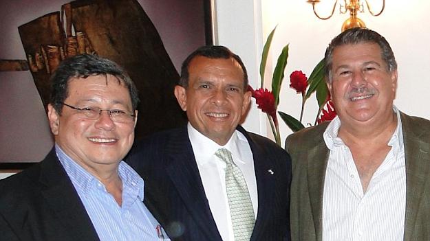 José Luis Merino, Pepe Lobo, expresidente de Honduras y Enrique Rais, prófugo de la justicia de El Salvador. Foto: cortesía.