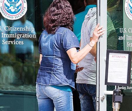 GRACIA. USCIS amplió el periodo de respuestas a las pruebas adicionales para trámites migratorios, minimizando las consecuencias para aquellos que buscan beneficios durante este tiempo.