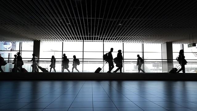 VUELOS. La mayoría de los países abrieron los aeropuertos solo para vuelos humanitarios de repatriación. | Foto: Pixabay.