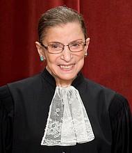 SUCESO. La jueza Ruth Bader Ginsburg destacó en una época en la que a las mujeres se les pedía justificarse al ocupar cargos que antes solo tenían los hombres. | Foto de archivo: Efe.