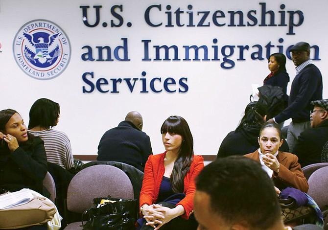 Por los próximos seis meses: USCIS ofrece intérpretes gratuitos