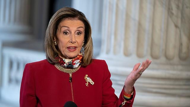 CONGRESO. La líder de la Cámara Baja, Nancy Pelosi, retomó las conversaciones con el secretario del Tesoro, Steven Mnuchin. | Foto: Efe/Alex Edelman.