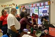 En Lancaster, una ciudad en el centro de Pensilvania con creciente sabor latino, grupos como CASA en Acción organizan bancos de llamadas y sesiones informativas para educarlos sobre el poder de su voto. | FOTO: María Peña - ETL