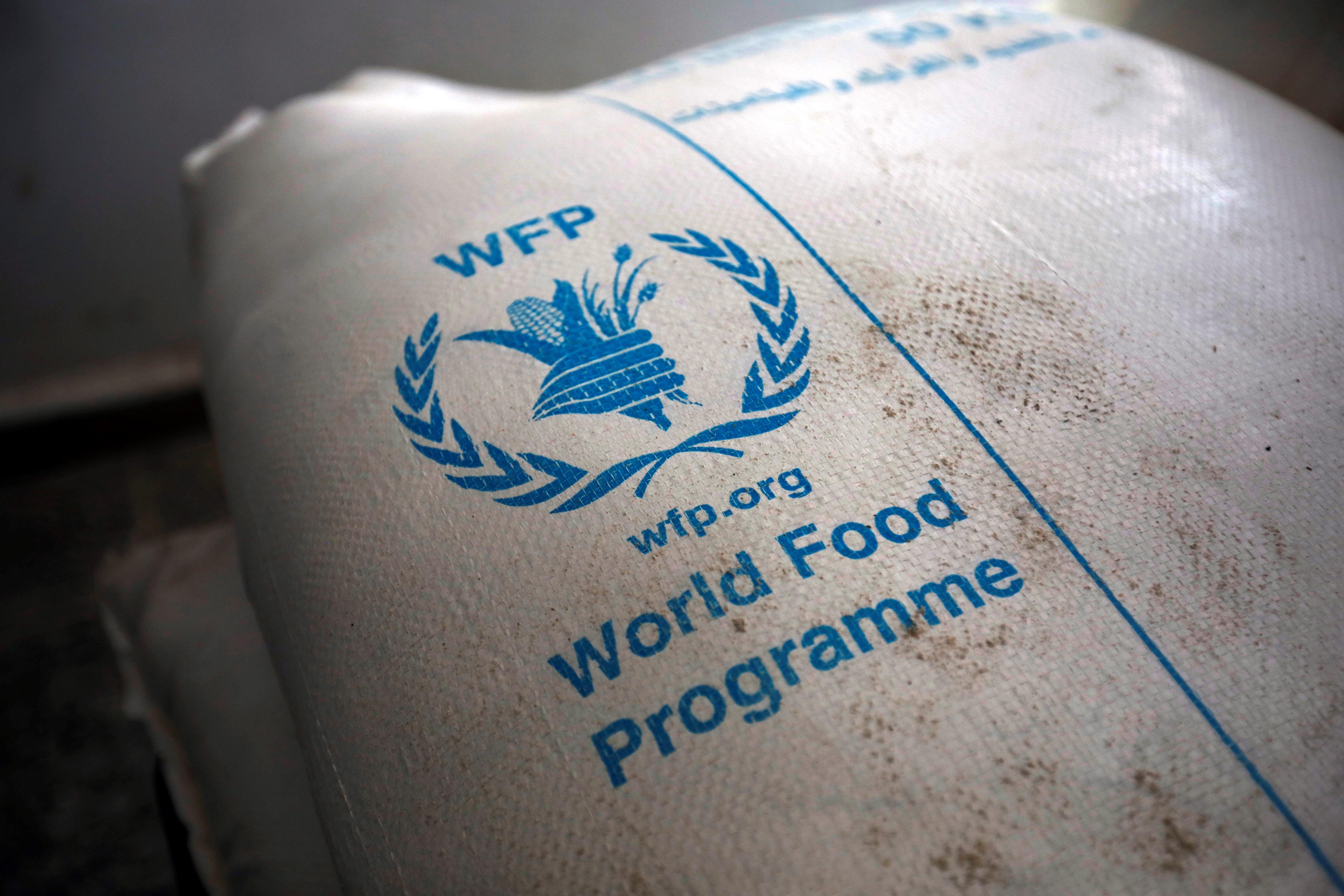 COMIDA. Raciones de alimentos proporcionadas por el Programa Mundial de Alimentos en un centro de distribución de ayuda en Sana'a, Yemen, el 11 de febrero de 2020. | Foto: Efe.