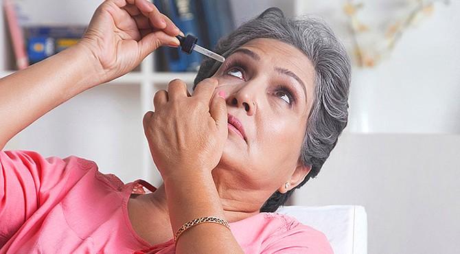 HÁBITO. Para evitar el ojo seco, los oftalmólogos recomiendan pestañear más seguido, durante unos segundos, haciendo un alto en las labores frente a la pantalla.