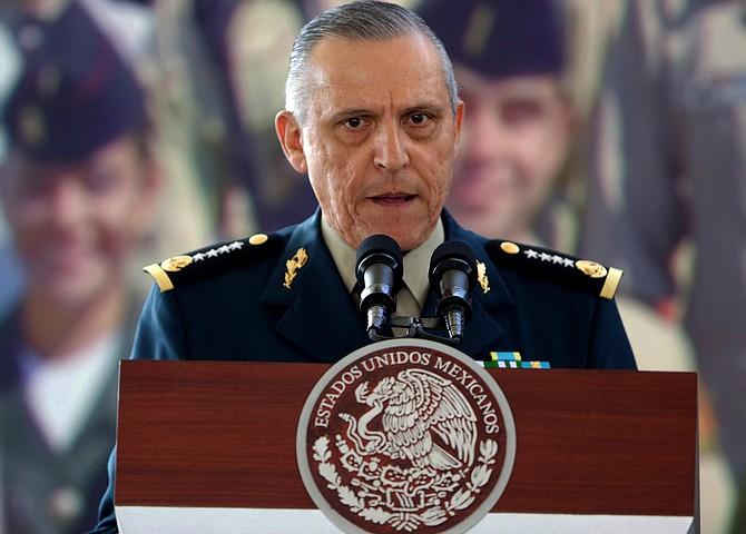 CASO. El general mexicano Salvador Cienfuegos fue secretario de la Defensa Nacional durante el gobierno del expresidente Enrique Peña Nieto.   Foto: Efe/José Méndez.